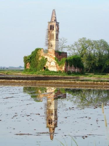 Casaleggio Novara - chiesetta sulla risaia