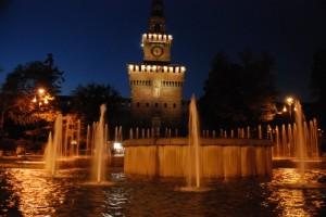 Piazza Castello - Fontana con lo sfondo del Castello Sforzesco
