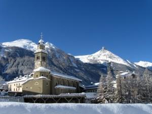 Chiesa di Cogne sotto la neve