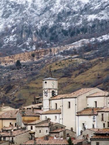 Barrea - Chiesa di Barrea agli inizi dell'inverno