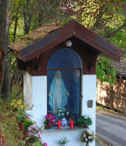 Varzi - Cappelletta dedicata alla Madonna