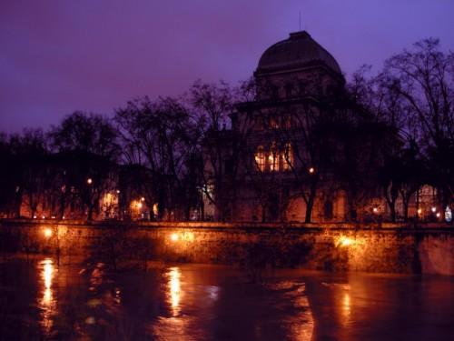 Roma - La Sinagoga e il biondo Tevere