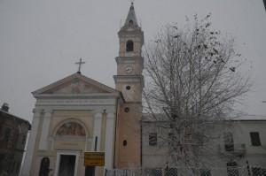 Chiesa durante nevicata