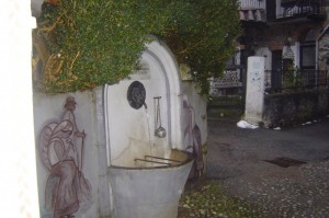 all'interno di postua,paese dei presepi,fontana