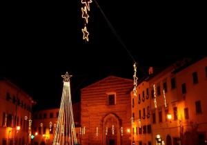 Stelle in Piazza davanti alla chiesa di SS. Jacopo e Lucia (o S. Domenico)
