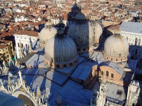 Venezia - San marco con l'ombra del suo campanile