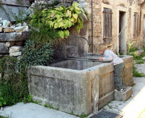 Erto e casso antica fontana for Fontane antiche