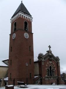 La chiesa di Rivisondoli sotto una leggera nevicata