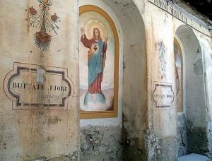 …meditazioni sul muro della chiesa di Chiappera in Valle Maira