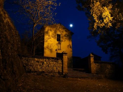 Canossa - S.Matteo apostolo a fianco del castello di Rossena