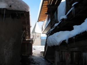 Chiesa di Sappade - Il simbolo della fede spunta dalla neve