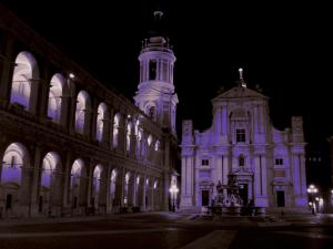 la santa casa e la piazza