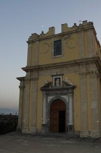 La chiesa e la luna