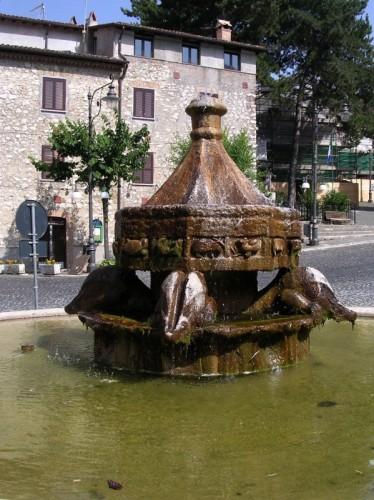 Anticoli Corrado - Piazza delle Ville - Fontana