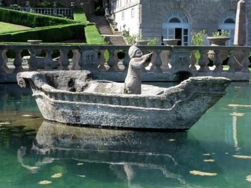 """Viterbo - """"riflessione"""" sulla fontana...."""
