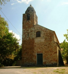 La chiesa di San Giovanni Battista sulla collina di Candiasco