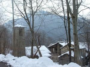 nascosto tra boschi e neve