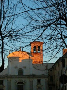 Rami, tramonto, campane