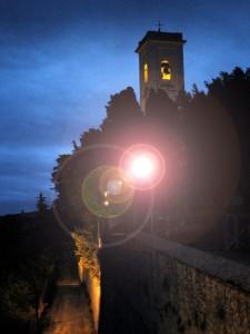 Il campanile della chiesa di Montescudaio