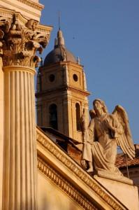 Angeli in cielo fra i campanili di Roma