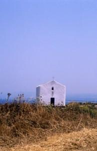 Bianca chiesetta sulla costa est di Porto Torres