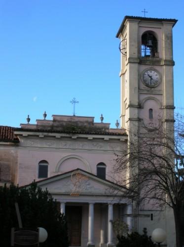 San Giacomo Vercellese - chiesa di San Giacomo e la luna di giorno