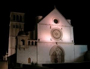 San Francesco superiore - facciata di notte