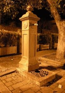 Fontana Illuminata nella Notte