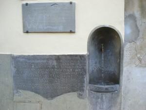 Modesta fontana - cannella attorniata di scritte importante