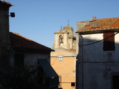 Marciana - Chiesa tra case