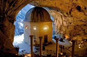 Presepe Vivente  in allestistimento  al Santuario della Madonna di Frasassi