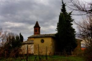 Lungo la via c'è una chiesetta…………………………………..