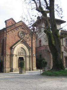 Chiesa a Grazzano Visconti con albero