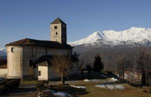 la chiesa alle prime luci del giorno