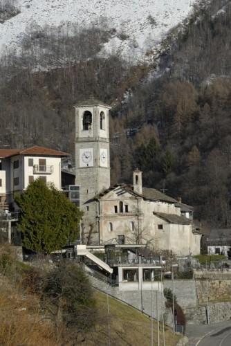 Traversella - chiesa nel paese