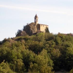 pietra dell'uso: la rupe e la chiesa