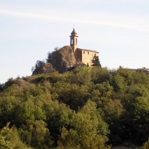 Sogliano al Rubicone - pietra dell'uso: la rupe e la chiesa