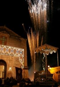 Ispica - Santa Lucia di fronte alla sua Chiesa