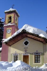 chiesa del 1700 immersa nelle recenti nevicate..