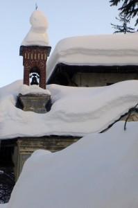 dopo tre metri di neve..cosa resta della chiesetta..