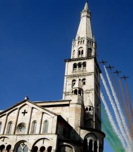 Frecce tricolori sul duomo di Modena