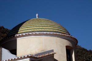 Cupola maiolicata della Chiesa della Madonna delle Grazie a Pogerola (Amalfi)