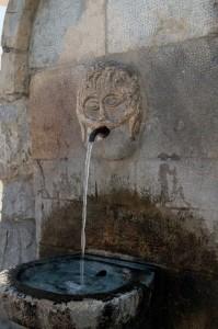 Fontana di piazza borgo di Pogerola (Amalfi)