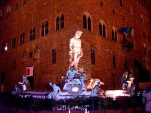 """La """"notturna"""" Fontana del Carro di Nettuno e Palazzo Vecchio"""