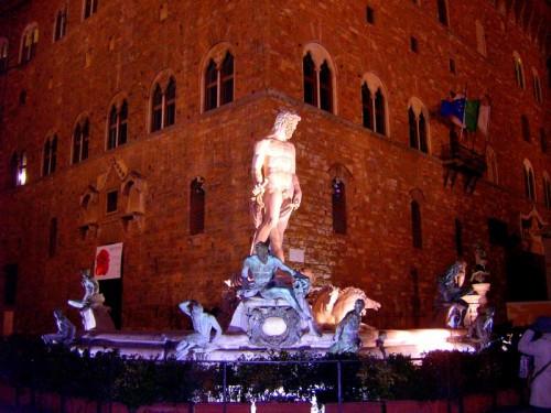 """Firenze - La """"notturna"""" Fontana del Carro di Nettuno e Palazzo Vecchio"""