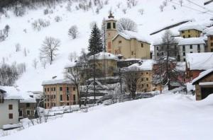Campello Monti (Kampel) La Chiesa domina nel silenzio