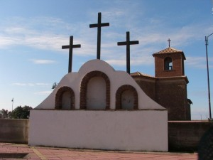 Chiesetta e monumento 2