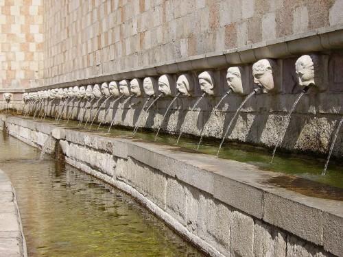 L'Aquila - Fontana delle 99 cannelle