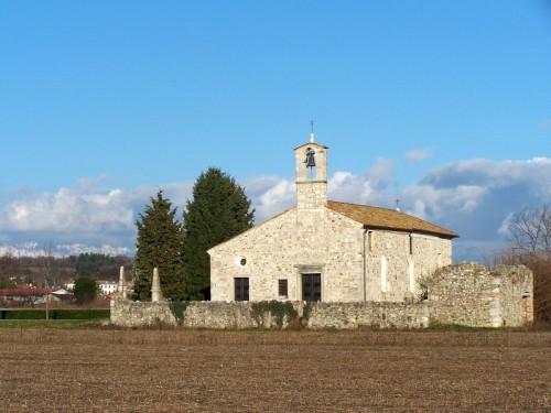 Rive D'Arcano - chiesetta di pietra