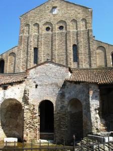 La spoglia chiesa di Torcello nello spendore di secoli di arte e cultura..